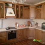 кухня цвет-античный, стиль-классический, тип-угловая, кухня классическая К39
