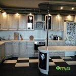 кухня цвет-слоновая кость с патиной, стиль-классический, тип-угловая с барной стойкой, кухня классическая К11